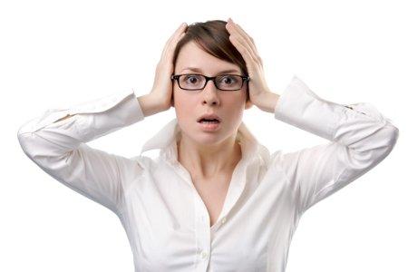 Панические атаки – это весьма неприятное заболевание, которое способно поселить в пациента чувство страха, заставить жить в постоянном страхе за свое здоровье и функционирование. Диагностика этого заболевания происходит на приеме у психиатра, после чего назначается комплексное лечение. Многих интересует – что входит в курс лечения панических атак? Как протекает процедура восстановления?Лечение панических атак: какие препараты входят в курс?Обычно схема или курс лечения панических атак подбирается врачом индивидуально, однако существуют общие группы препаратов, которые широко применяются на практике большинством психиатров:•Антидепрессант. Эта группа препаратов выписывается на длительный период, который может составлять до 12 месяцев. Дозировки периодически меняются, со временем они повышаются, однако в случае отмены они постепенно снижаются под контролем специалиста. Препарат помогает снизить тревожность, убрать признаки сильной нервозности, наладить сон и улучшить настроение;•Транквилизаторы. Эти препараты помогают сбалансировать эмоции, стабилизировать состояние. Препараты нельзя принимать постоянно, только перед приступом;•Нейролептики. В малых дозах отлично справляются с паническими атаками. Подобрать препарат и дозировку может только врач-психиатр;•Седативные средства. Действуют как успокоительное, хорошо помогают при борьбе с паническими расстройствами;Препараты используются на первом этапе для купирования острой симптоматики, после чего к лечению привлекается психотерапевт. С помощью интенсивного курса психотерапии пациент получает психологические инструменты для управления симптомами панической атаки, понимание природы своего заболевания, причин появления панических атак.В частной клинике «IsraClinic» в Израиле вы сможете пройти полноценный курс лечения панических атак. Наши специалисты – врачи с солидным клиническим опытом проводят ряд диагностических тестов, консультации и исследования, после чего назначают подходящий каждому конкретному пациенту максималь
